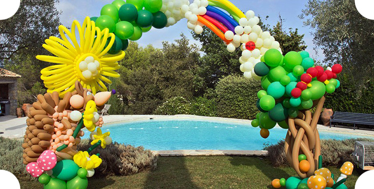 Balloon garland in a garden in Saint Tropez
